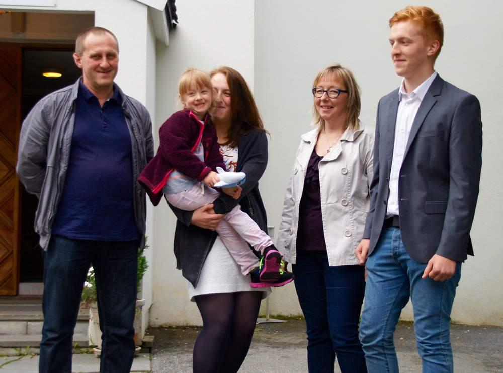Familien Ludzik. Fra venstre Stanislaw, Ela, Kasia, Agata og Piotr. <em>Foto: Olivia Knudsen</em>
