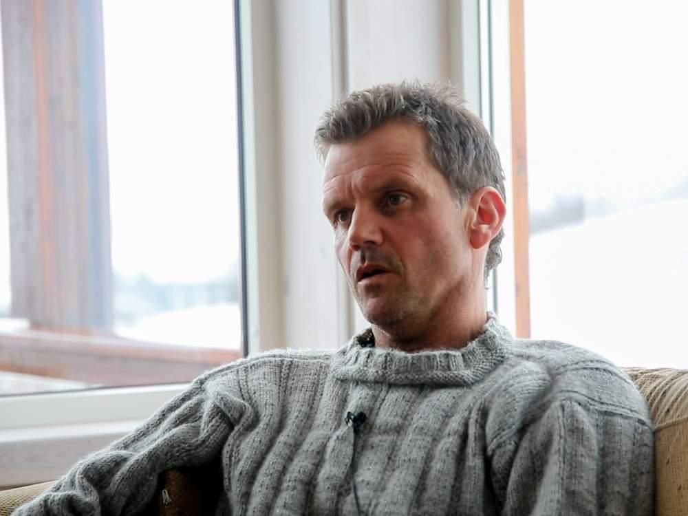 Stig forteller om farene han har opplevd i fjellet.Foto: Gunhild Kjeilen Kallevig.