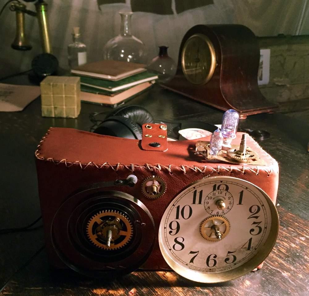 I Labyrint får publikum prøve blant annet denne VR-brillen i steampunk. Foto: Ticiane Oliveira