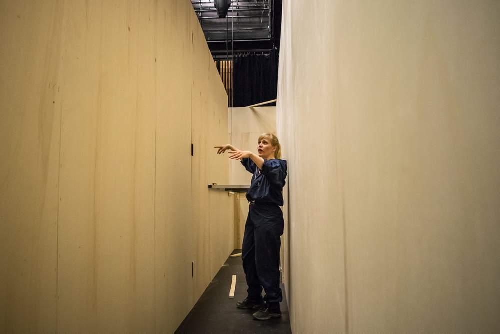 Tidlig fase: Hilde i en av gangene i Labyrinten.