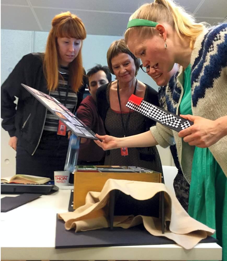 F.v. kostymetilvirker Freya Busby, lysdesigner Jonas P.A. Fuglseth, syer Gerd Austnes, Cecilie og Hilde. Foto: Karin Rykkje