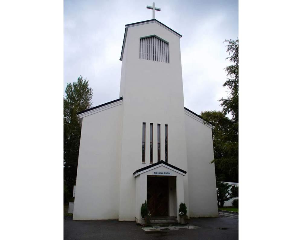 Den lille kirken har plass til 120 mennesker. På en vanlig søndag er det ca. 500 mennesker innom. <em>Foto: Olivia Knudsen</em>