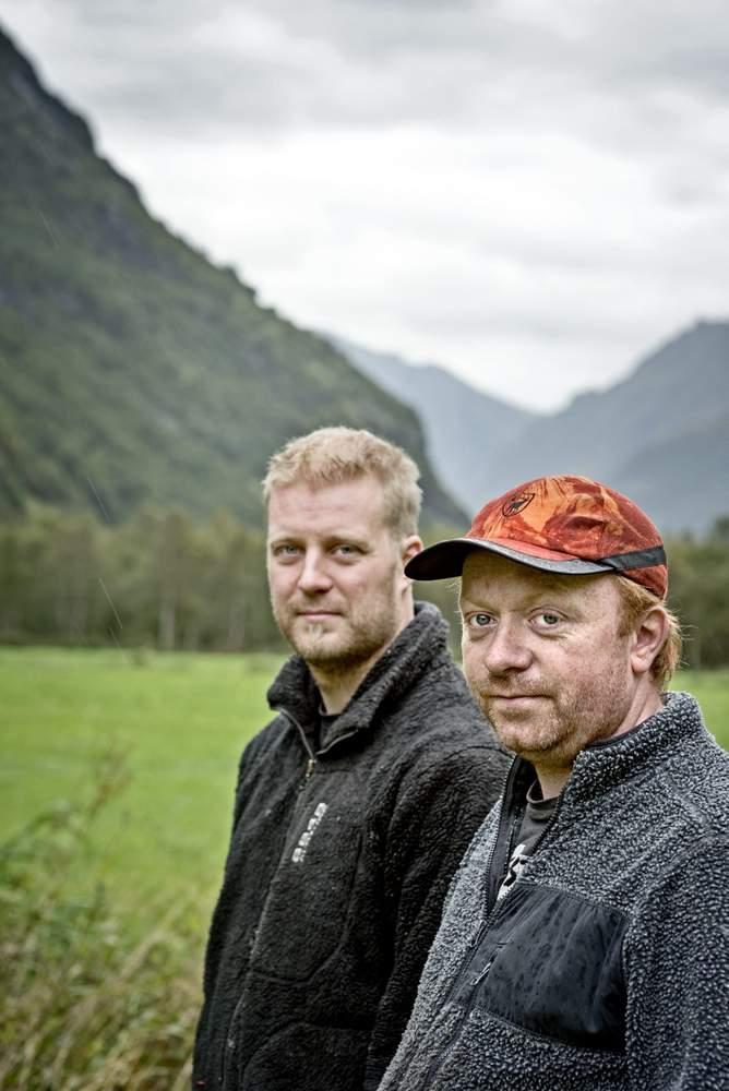 Snorre Mork (t.v.) og Jens Egil Standal er arkitektane bak jakttårnet i Skjåstaddalen.