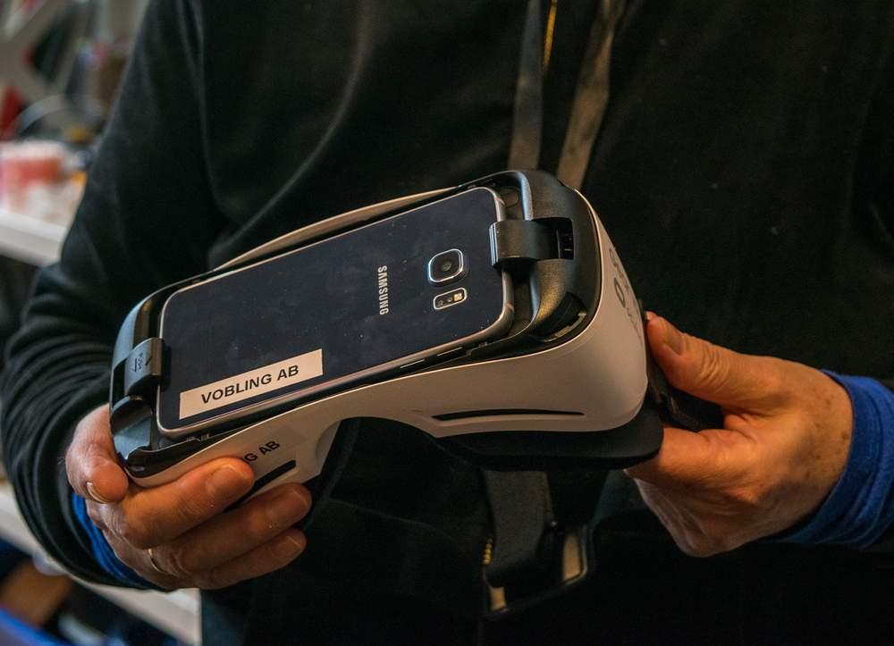 VR-brille med mobil som brukes i Labyrint. Foto: Ticiane Oliveira